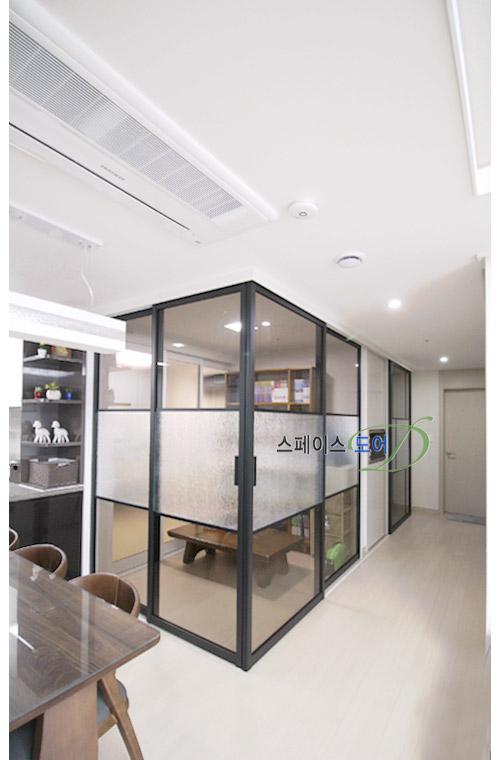 스페이스도어,아파트중문,현관중문,슬라이딩도어,거실중문,중문가격,현관인테리어,중문설치/알파룸 공간 활용- 아이방, 공부방